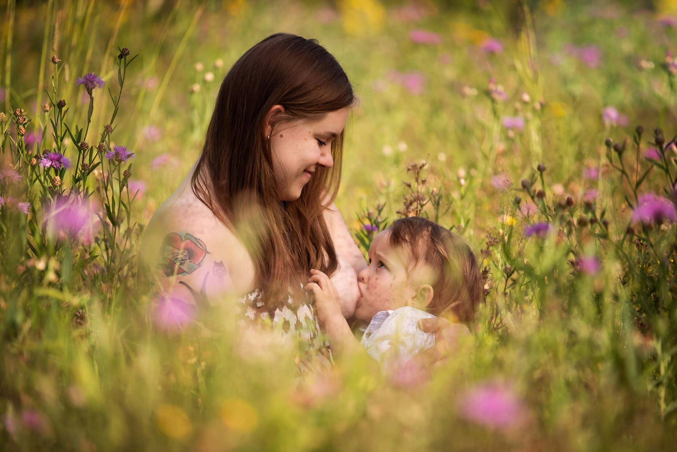 Imetyskuvaus Äitiys kuvaus Hyvinkää